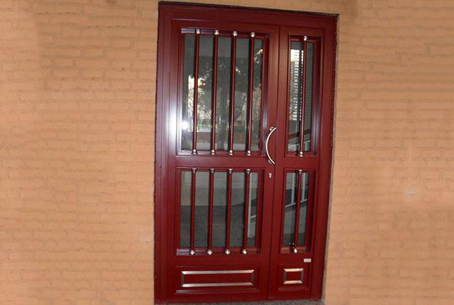 puerta roja para portal